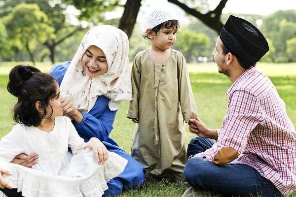 সন্তান লালন-পালনে বাবা-মার দায়িত্ব